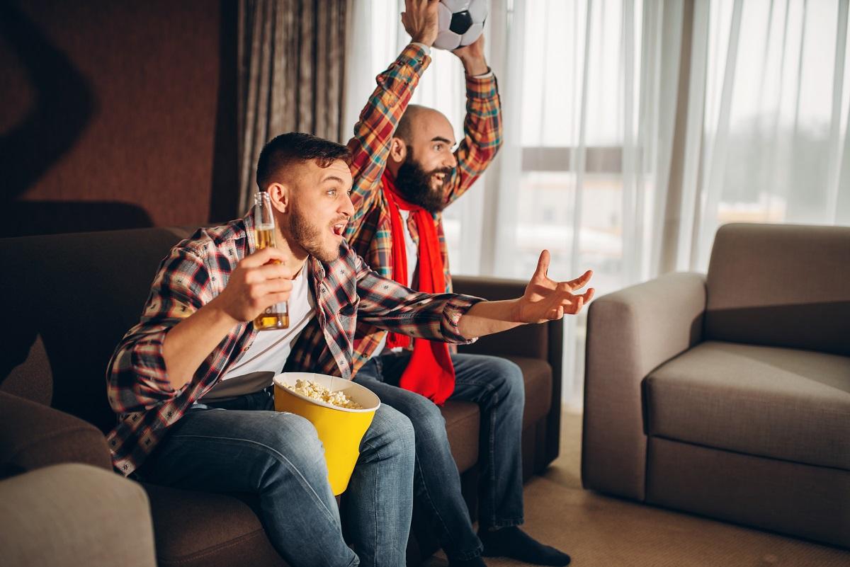 fani-piłki-nożnej-gadżety-reklamowe